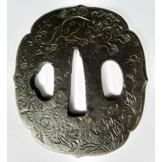 JAPON, JAPAN. TSUBA en FER LAQUE, TSUBA in LACQUERED & CHASED IRON