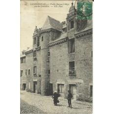 CPA: LANDERNEAU, Vieille maison rue du Commerce, vers 1900