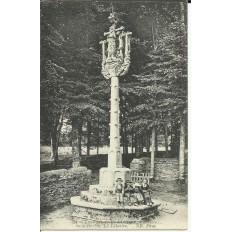 CPA: SAINT-HERBOT le Calvaire, Animée, vers 1900