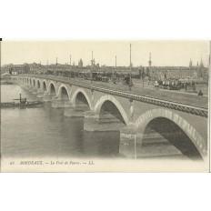 CPA: BORDEAUX, Le Pont de Pierre, Animé, vers 1900