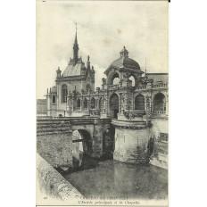CPA: CHANTILLY, L'Entrée du Chateau, vers 1900