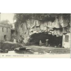 CPA: ROYAT, GROTTE DES LAVEUSES, vers 1900