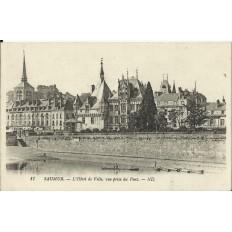 CPA: SAUMUR, l'Hotel de Ville, vue prise du Pont, vers 1900