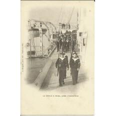 CPA: MARINE NATIONALE. Le Défilé à Bord après l'Inscription, vers 1900