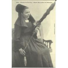 CPA (REPROD): PONTIVY, Fileuse (Coiffe), vers 1900.