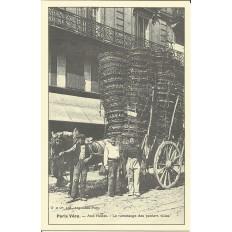 CPA: (REPRO) PARIS, Les Halles. Ramassage des Paniers, vers 1900.
