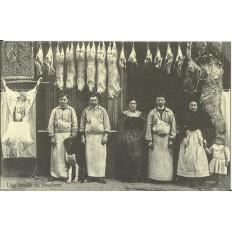 CPA: (REPRO) PARIS, Une Famille de Bouchers, vers 1900.