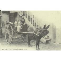 CPA: (REPRO). VICHY, Laitière Bourbonnaise, vers 1900.
