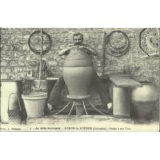 CPA: (REPRO). NORON-LA-POTERIE, Potier à son Tour, vers 1900.