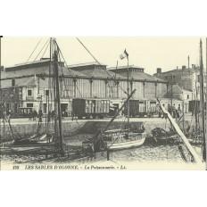 CPA: (REPRO). LES SABLES-d'-OLONNE, La Poissonnerie, vers 1900.
