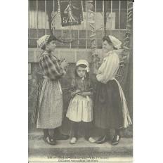 CPA: (REPRO). Gillaises ramaudant les Filets (ST-GILLES-CROIX de VIE), vers 1900.