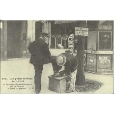 CPA: (REPRO). PARIS, Le Décrotteur-Commissionnaire, vers 1900.