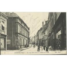 CPA: NEUFCHATEAU, La rue Saint-Jean et l'Hotel de Ville, vers 1910