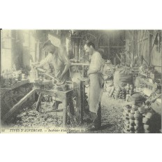CPA: (REPRO). Fabrique de Sabots, vers 1910.