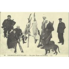 CPA: (REPRO). CHAMONIX, Une jolie Chasse au Chamois, vers 1900.
