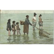 CPA - NORD, Pecheuses de Crevettes- Années 1900