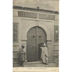 *CPA TUNISIE, vers 1900, TUNIS, PORTE DE MAISON RICHE.