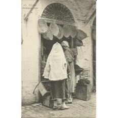 *CPA TUNISIE, vers 1910, TUNIS, BOUTIQUE ARABE.