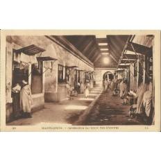 *CPA MAROC, ANNEES 1910, MARRAKECH, INTERIEUR DU SOUK DES ETOFFES.