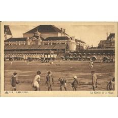 CPA - CABOURG, Le Casino et la Plage - Années 1920