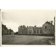 CPA - CHOUE, Les Ecoles, vers 1950.