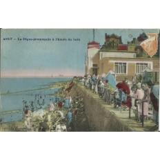 CPA: AULT, La Digue-Promenade à l'heure du Bain, vers 1910