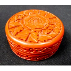 CHINE, Petite BOITE en LAQUE ROUGE SCULPTEE. CHINA, small BOX in CARVED RED LACQUER.