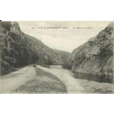 CPA: Gorges de CHOUVIGNY, La Route et la Sioule, vers 1910