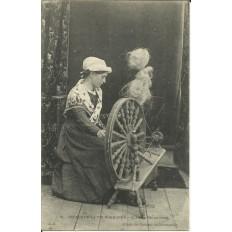 CPA: NORMANDIE, Jeune Fille au Rouet, vers 1900