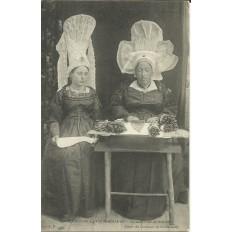 CPA: NORMANDIE, La Maitresse de dentelle, vers 1900