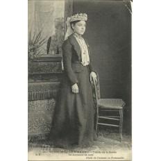 CPA: NORMANDIE, Toilette de la Mariée, vers 1900