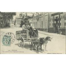 CPA: SOLOGNE, Le Marchand de Journaux (Voiture à Chiens), en 1900