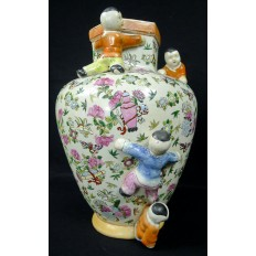 CHINE, VASE EN PORCELAINE AVEC ENFANTS. CHINA PORCELAIN VASE WITH CHILDREN