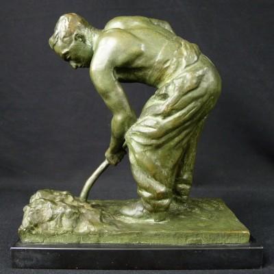 Gustav Adolphe HIERHOLZ (1877-1948), LA PELLETEE DE SABLE, BRONZE.